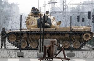 Egitto: carri armati davanti al palazzo presidenziale